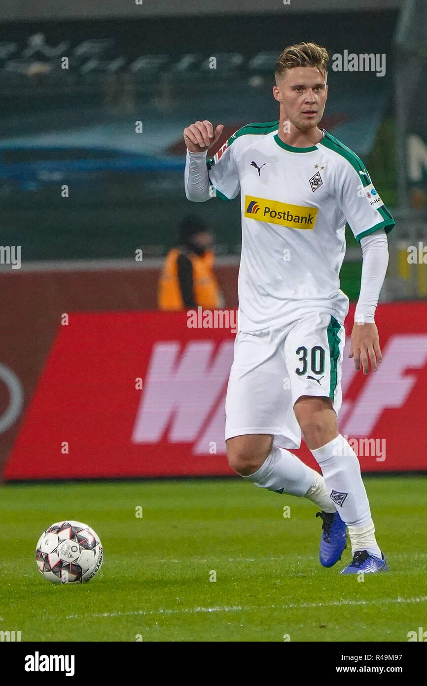 25.11.2018, Borussia Park, Borussia Monchengladbach, GER, 1. FBL, Borussia Monchengladbach Vs. Hanover 96, DFL regulations prohibit any use of photographs as image sequences and/or quasi-video in the picture/picture shows: Nico Elvedi (Gladbach # 30), single action, full body, photo © nordphoto/Meuter | usage worldwide Stock Photo