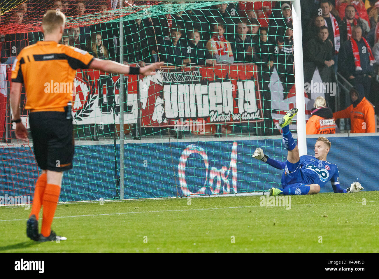 24 11 2018 Belgium Oostende Kortrijk S Goalkeeper Thomas Kaminski Fails To Stop A Penalty During A Soccer