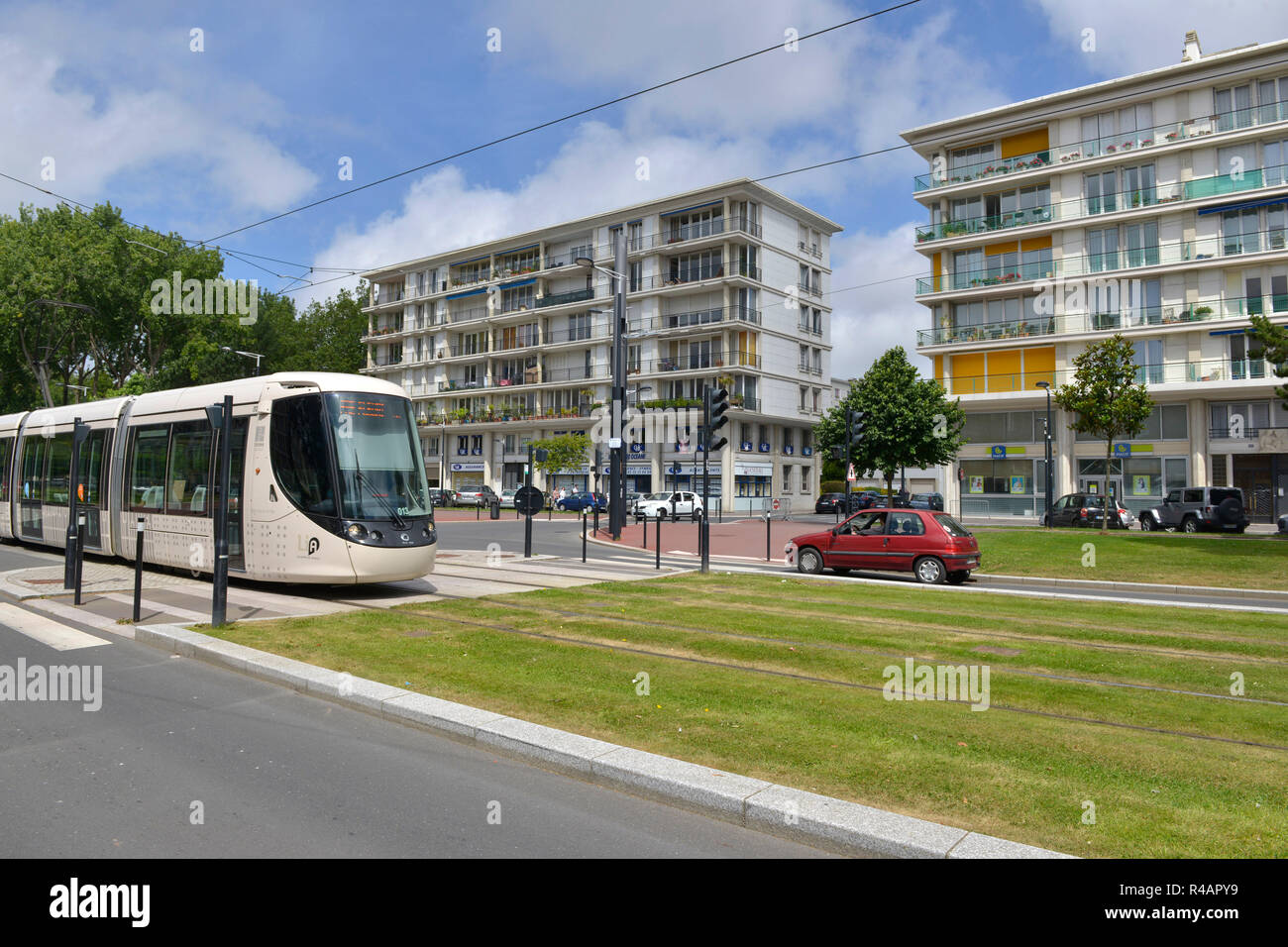Le Havre (Normandy, north western France): properties in 'avenue Foch' in the city centre and a tram. Buildings designed by architect Auguste Perret:  - Stock Image