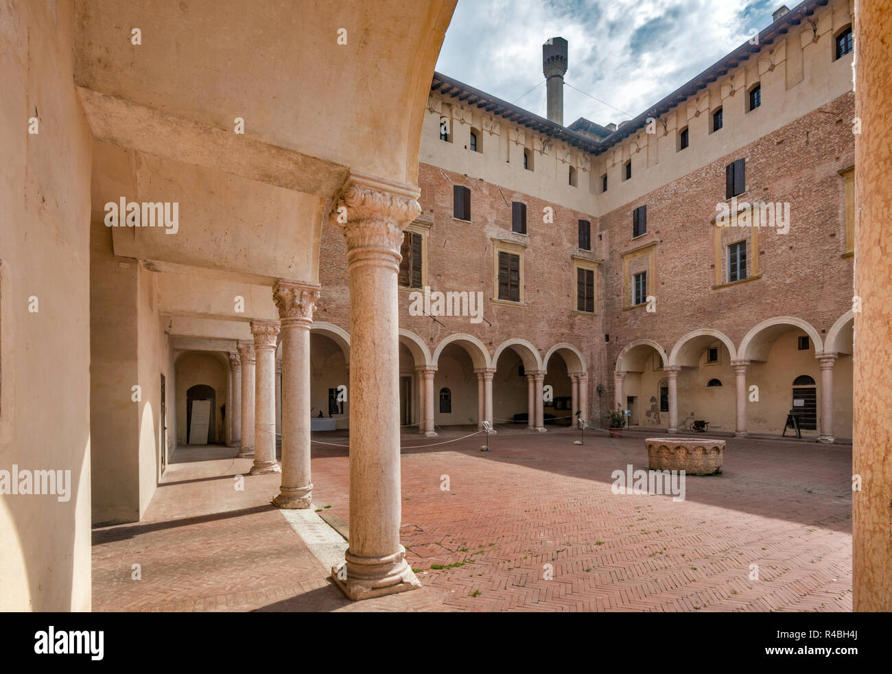 Courtyard at Palazzo Ducale, in village of Revere, Lombardy, Italy - Stock Image