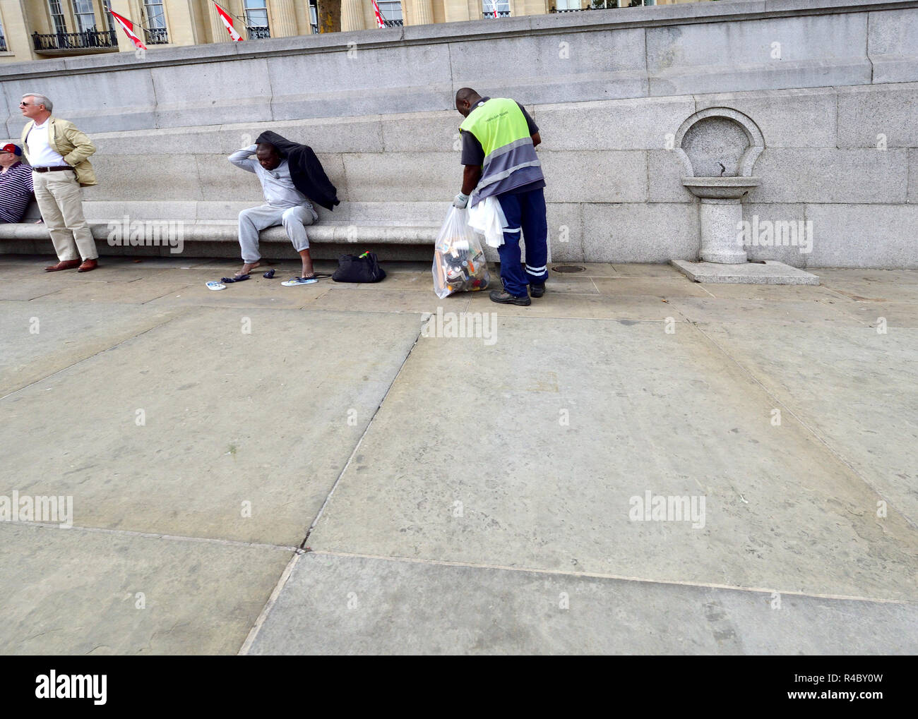 Cleaner picking up litter in Trafalgar Square, London, England, UK. Stock Photo
