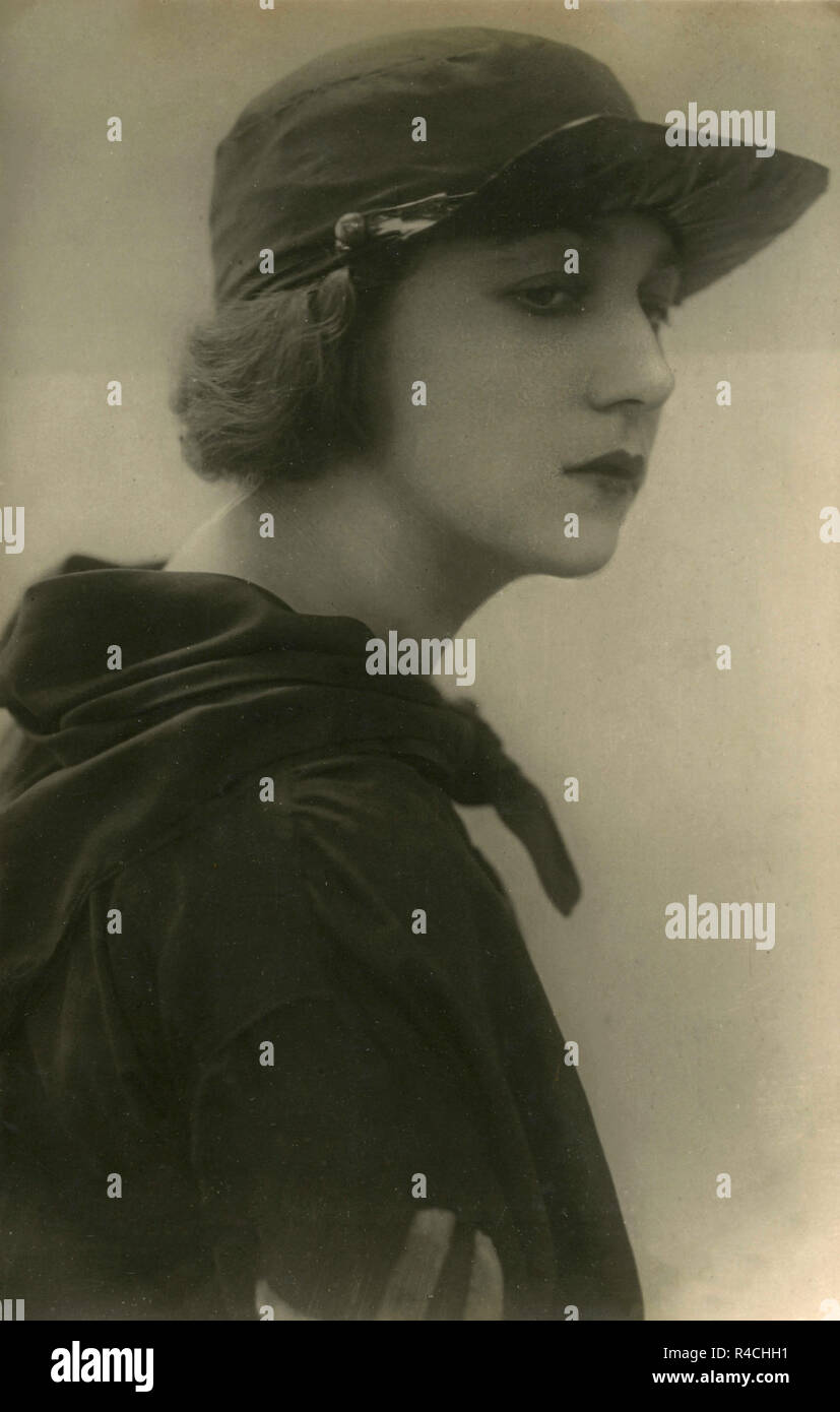 Italian actress Diana Mac-Gill, 1920s Stock Photo  226470637 - Alamy 0dbe289493