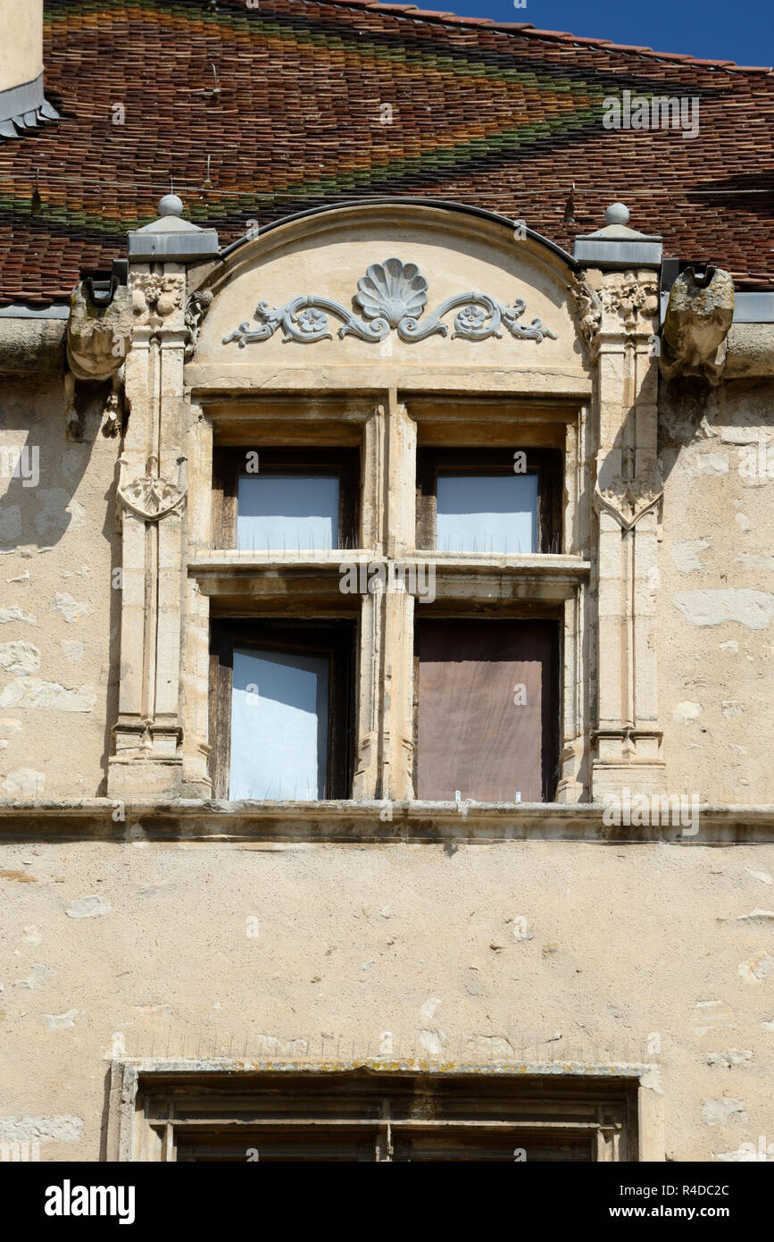Medieval Mullioned or Mullion Window of Gothic & Renaissance Chateau (1510-1515), now the Town Hall or Mairie, at Château-Arnoux-Saint-Auban Provence - Stock Image