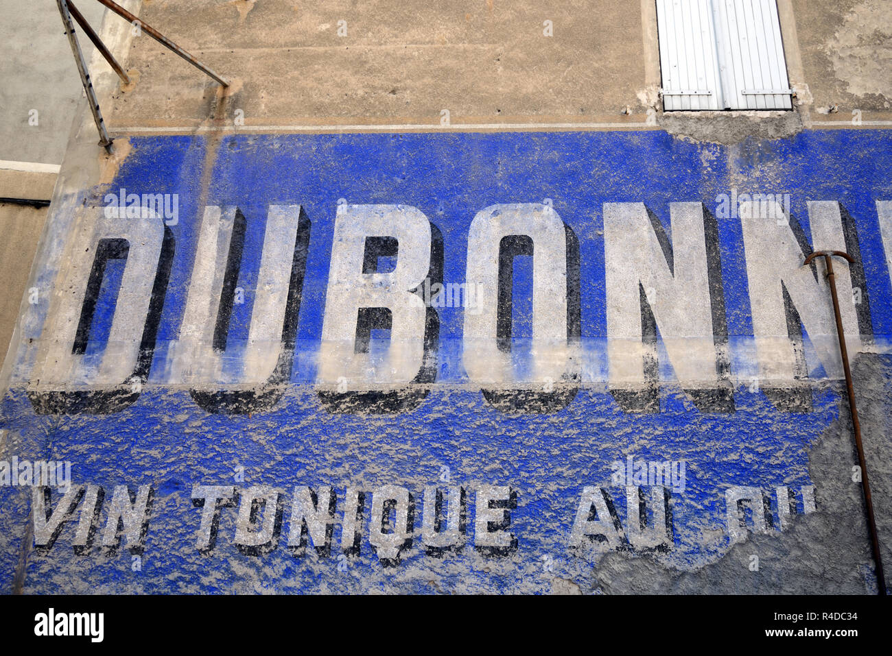 Old Painted Wall or Wall Painting of Dubonnet Advert, Advertisement or Publicity Sisteron Provence france - Stock Image