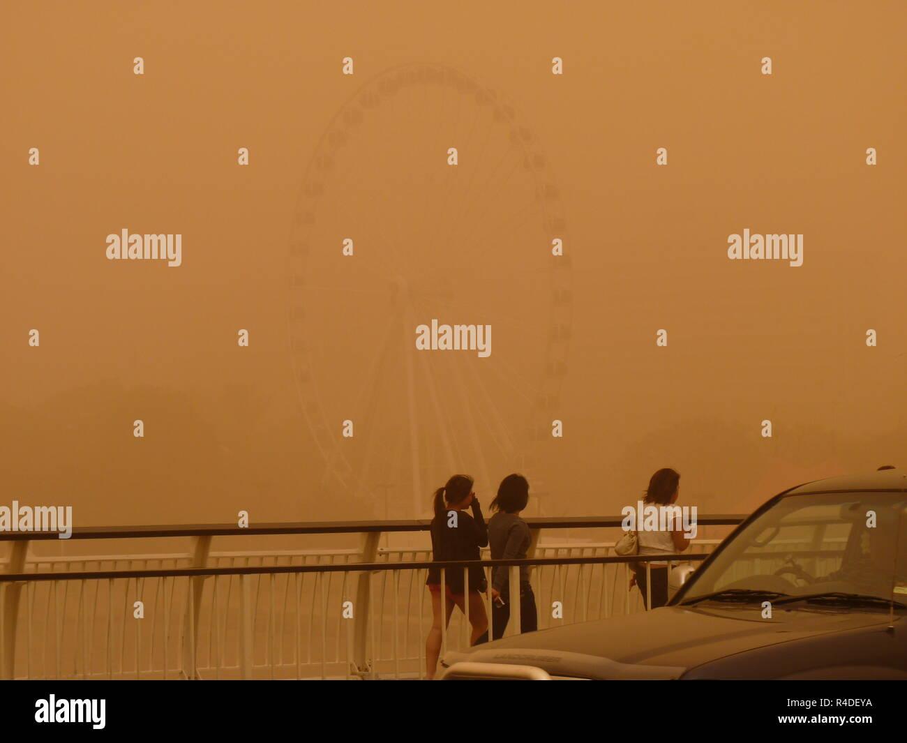 Sandstorm in Brisbane Australia - View of Brisbane CBD and Brisbane River in daytime - Stock Image