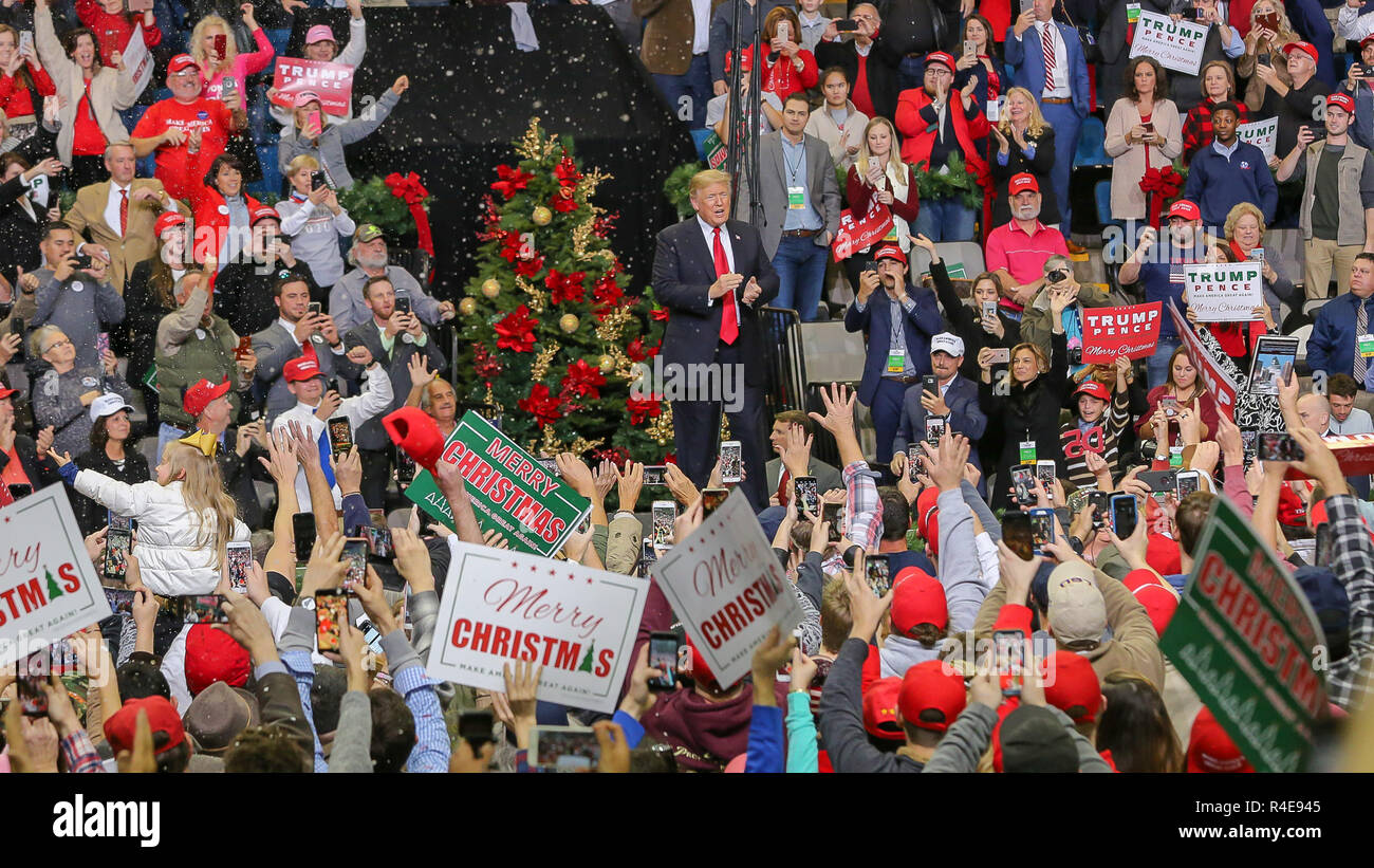 Biloxi, Mississippi, USA. 26th Nov 2018.   Coast Coliseum  U.S. President Donald Trump cheers along with supporters at the rally for Republican Senator Cindy Hyde-Smith who is in run-off election with Democrat Mike Espy.. The rally was held the day before polls open. Credit: Tom Pumphret/Alamy Live News Stock Photo