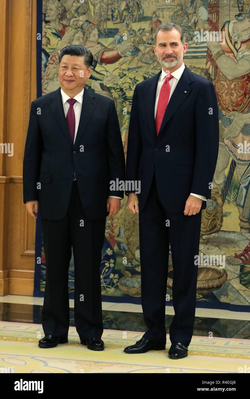 ¿Cuánto mide Xi Jinping? - Altura - Real height Madrid-spain-27th-november-2018-spanish-king-felipe-vi-meeting-with-china-president-xi-jinping-during-his-official-visit-to-spain-at-the-zarzuelapalace-in-madrid-on-tuesday-27-november-2018-credit-cordon-pressalamy-live-news-R4EGJ8
