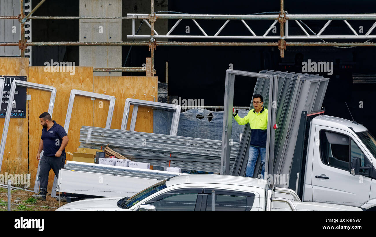 Workmen Unloading Delivery Stock Photos Amp Workmen