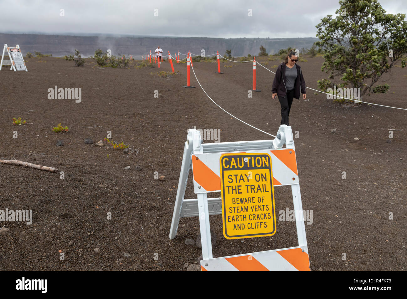 Hawaii Volcanoes National Park, Hawaii - A sign warns visitors about hazards following the 2018 eruption of the Kilauea volcano. - Stock Image