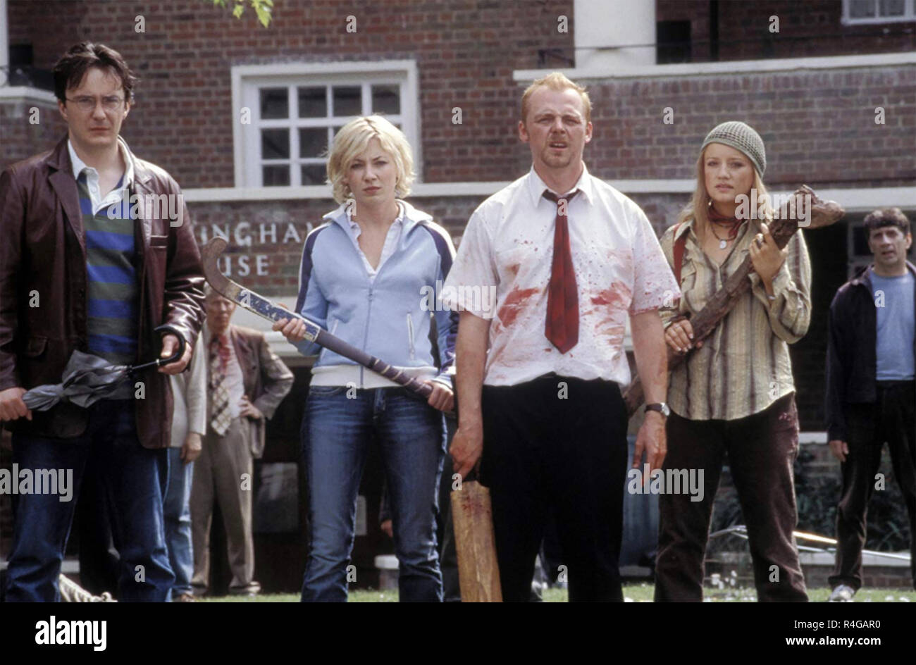 SHAUN  OF THE DEAD 2004 Working Title film with from left: Dylan Moran, Kate Ashfield, Simon Pegg,Lucy Davis - Stock Image