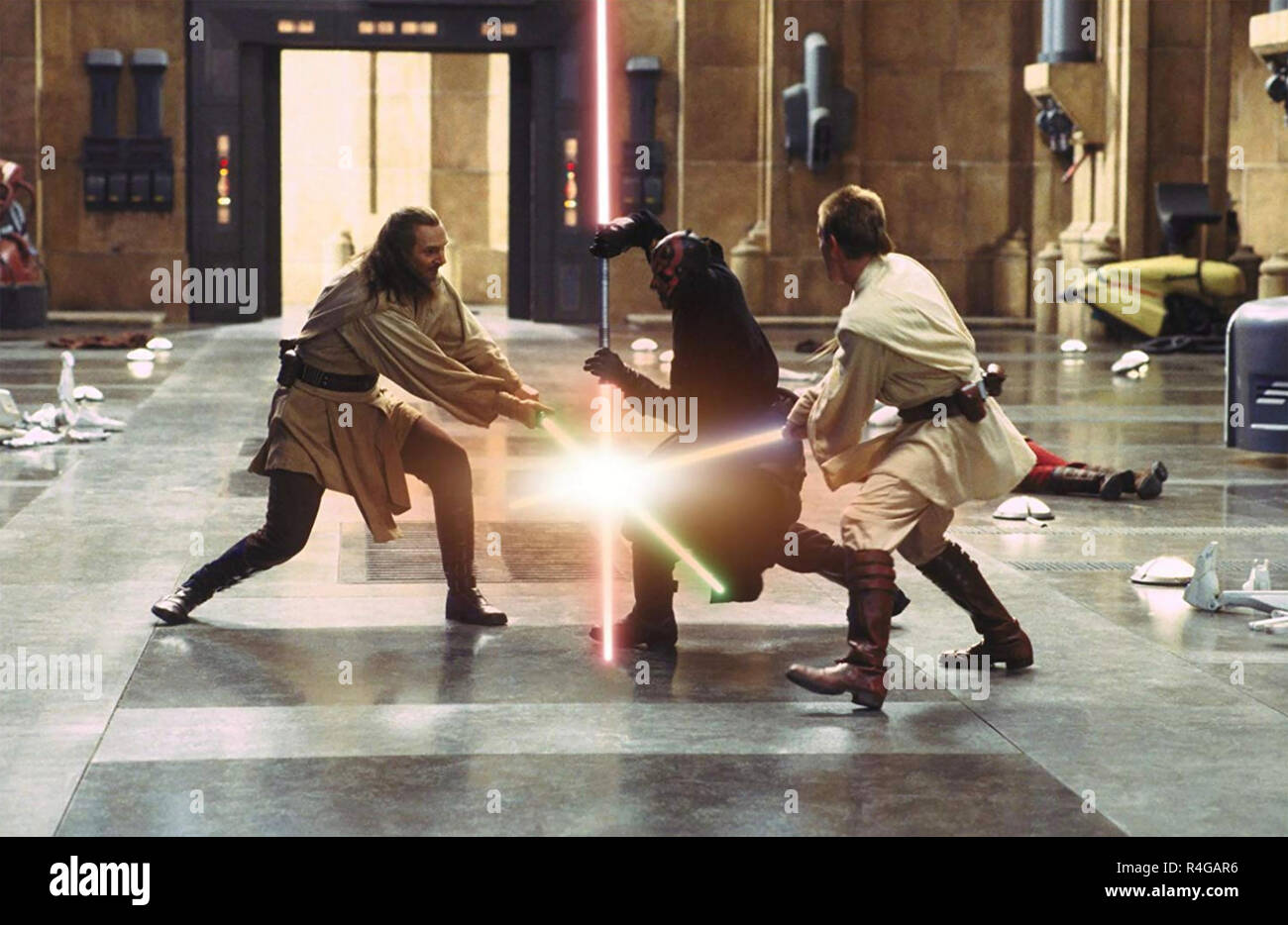 STAR WARS: EPISODE 1 - THE PHANTOM MENACE 1999 Lucasfilm production with from left: Liam Neeson,  Ray Park, Ewan McGregor - Stock Image