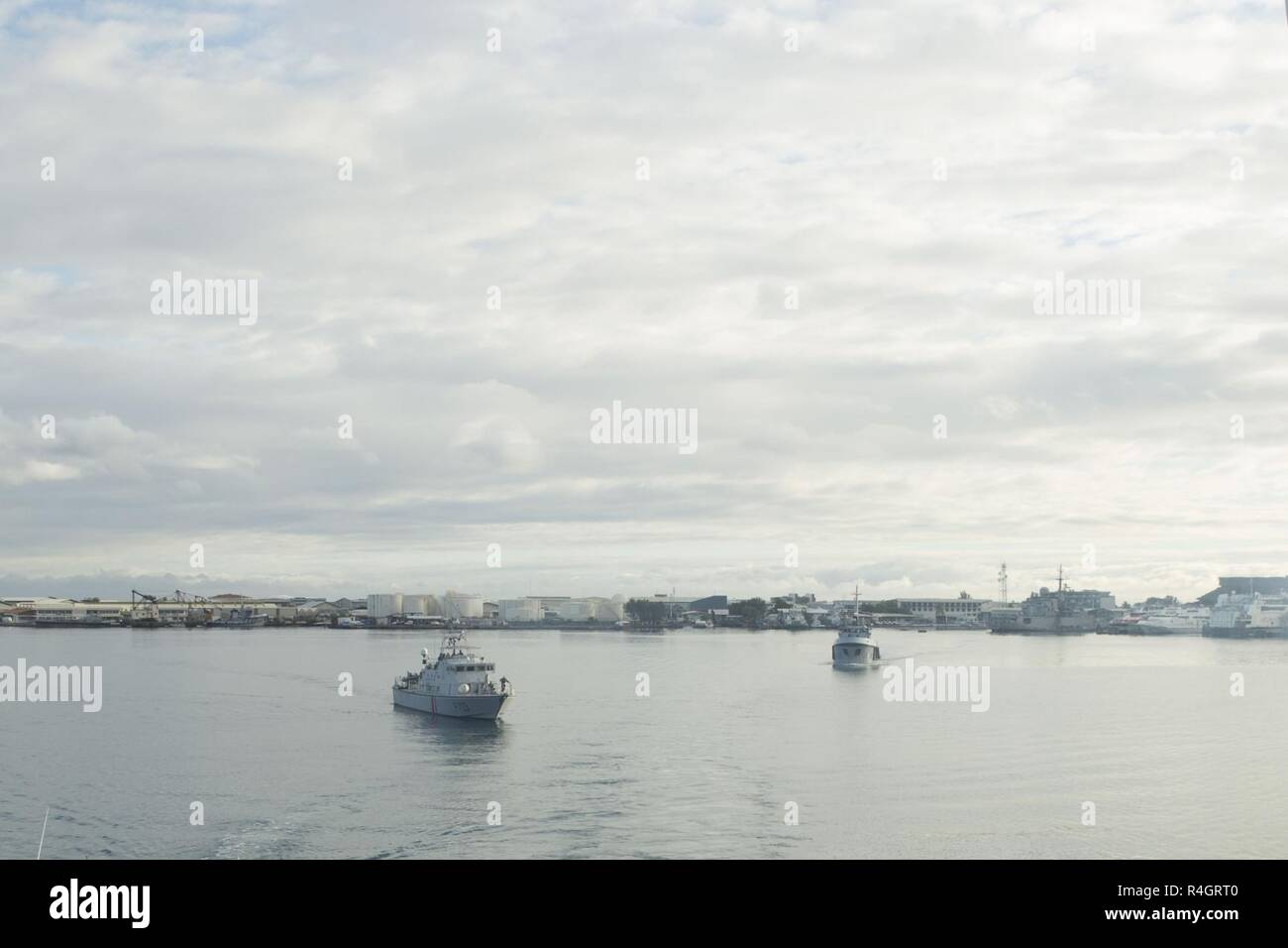 French naval ships transport U S  Marines, Sailors and
