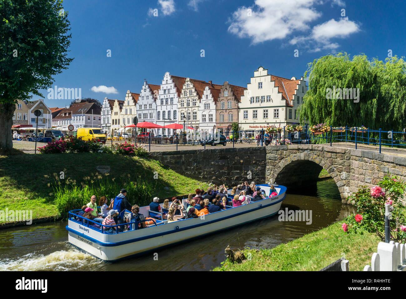 Nordfriesland, Friedrich's town, city tour on the middle moat , Friedrichstadt, Stadtrundfahrt auf dem Mittelburggraben Stock Photo