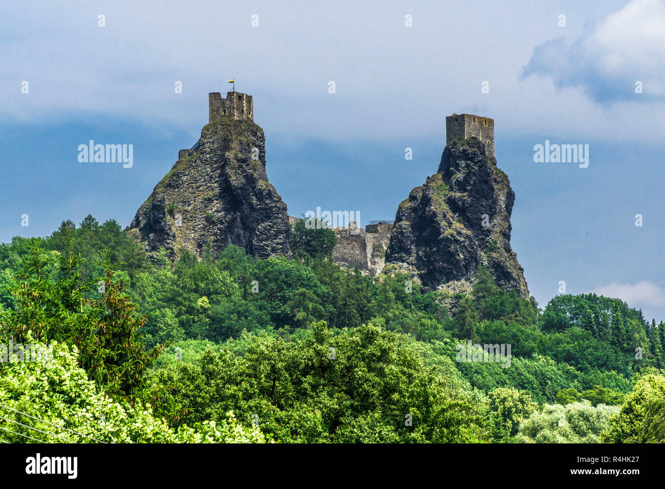 Böhmisches Paradies, Towers Baba and Panna of the BurgruineTrosky, Türme Baba und Panna der BurgruineTrosky - Stock Image