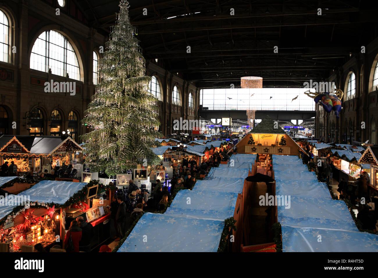 Christmas market at Zurich train station, Zurich, Switzerland, Europe - Stock Image