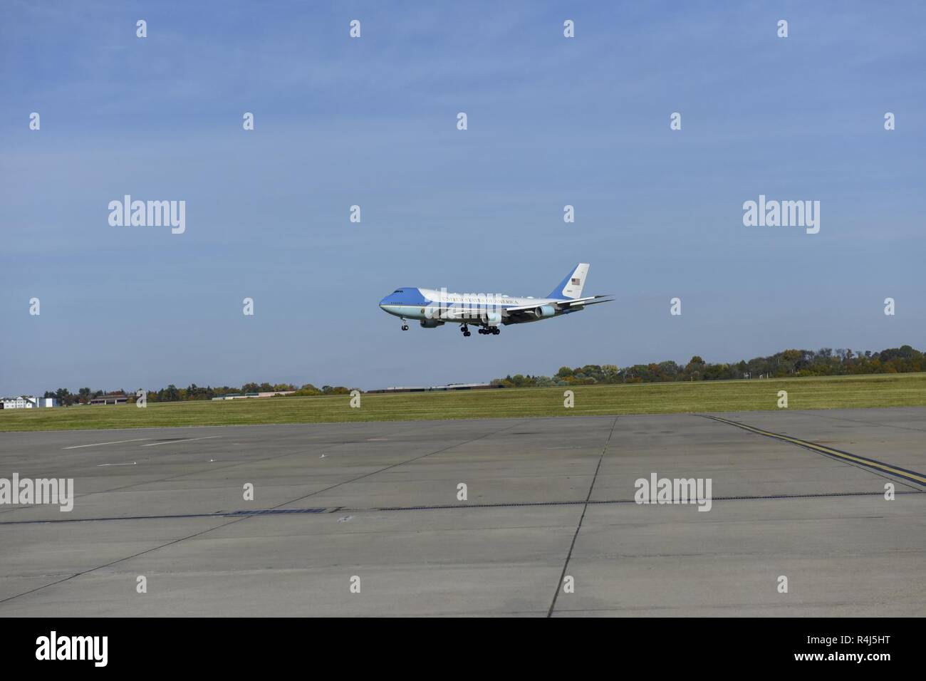 Air Force One approaches the runway at Pittsburgh International Airport, Oct. 30, 2018, beginning President Donald Trump's visit to Pittsburgh after a deadly anti-Semitic attack occurred in a local Pittsburgh suburb, Oct. 27, 2018. President Trump was joined by First Lady Melania Trump, his daughter Ivanka and son-in-law Jared Kushner. Stock Photo