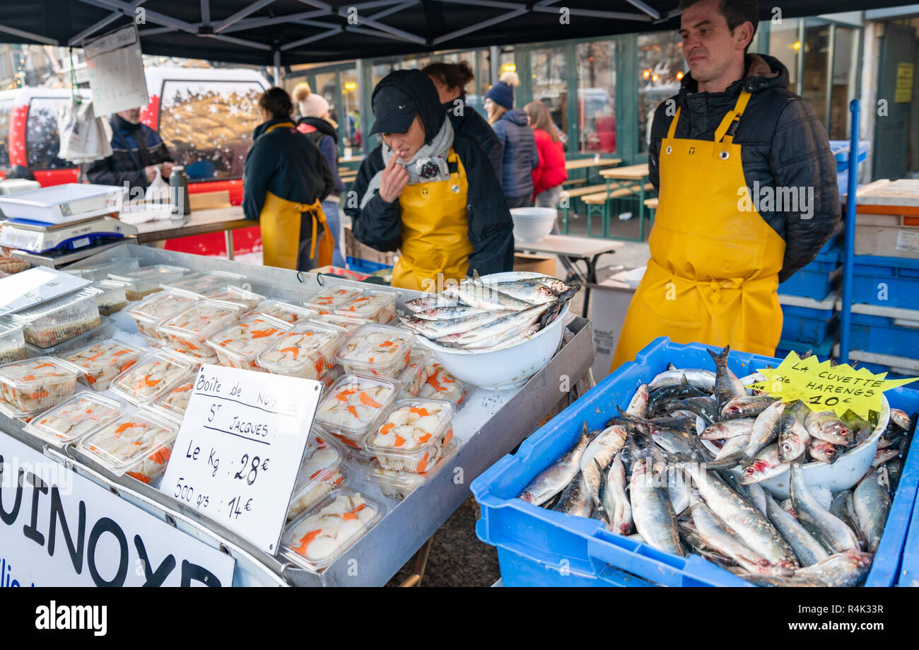 DIEPPE, FRANCE - NOVEMBER 17, 2018: Vendors sell freshly caught fresh herring and scallops at the Fair of Herring and scallop shell. - Stock Image