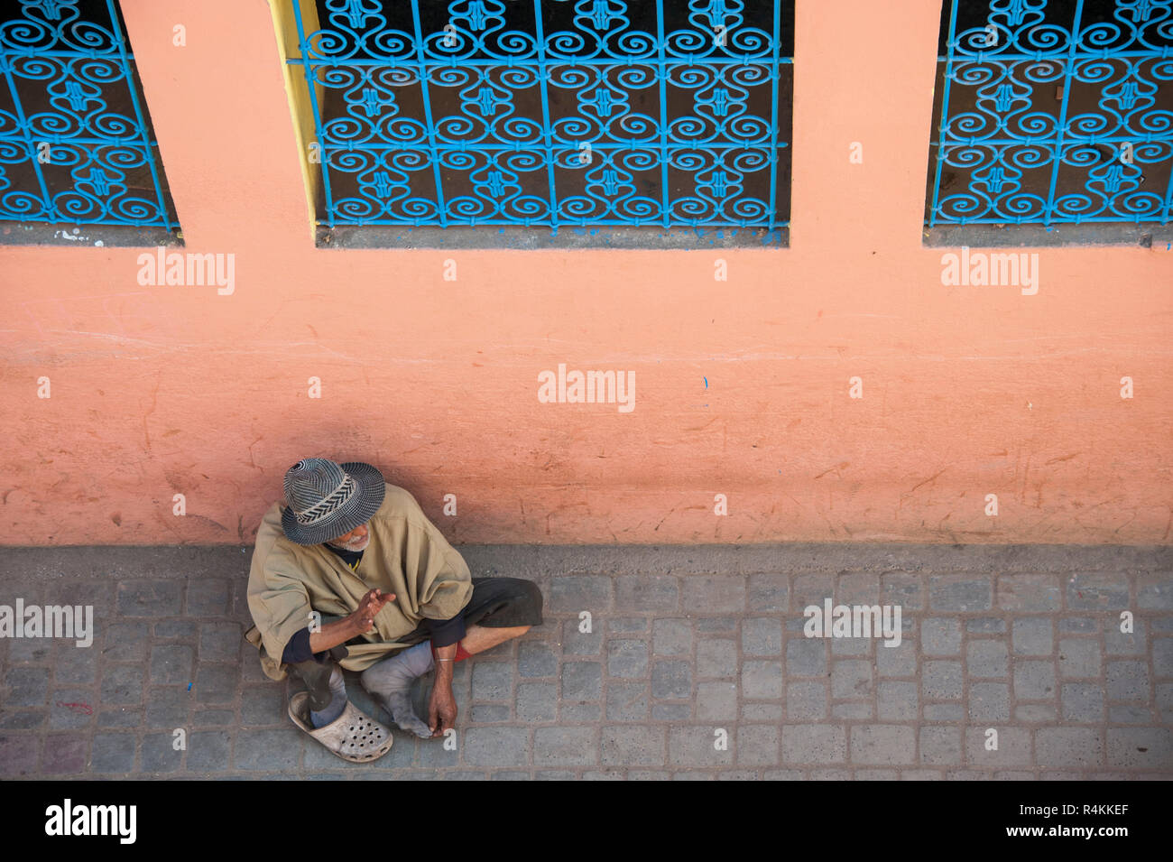 18-04-11. Marrakech, Morocco.  A beggar in the medina, photographed from above. Photo © Simon Grosset / Q Photography - Stock Image