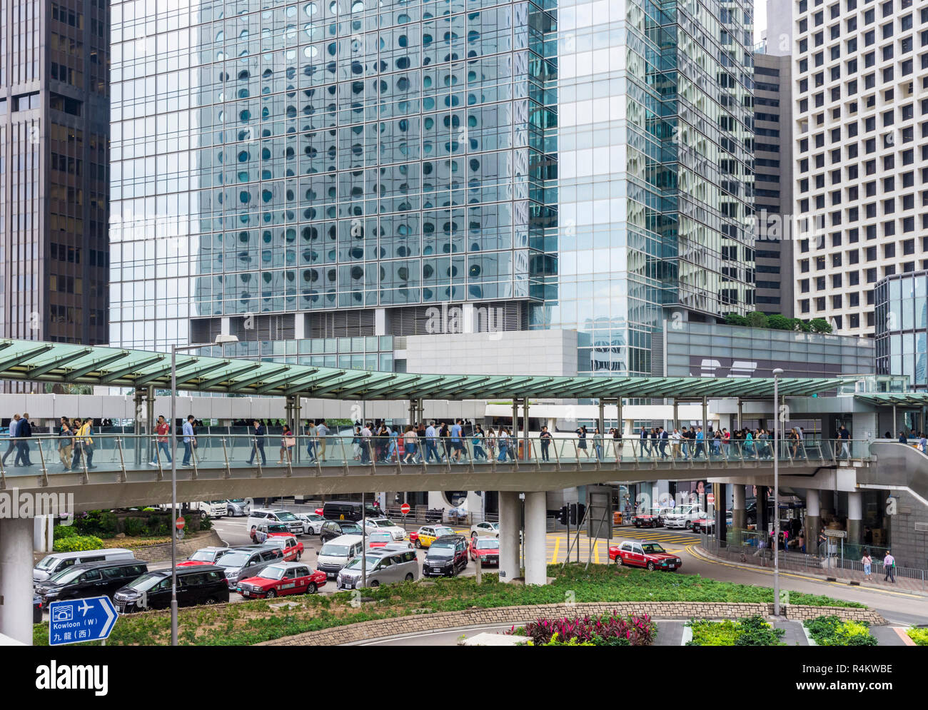 Elevated walkways connecting buildings take pedestrians to safety above traffic in Hong Kong's Central area, Hong Kong Island, Hong Kong, China - Stock Image