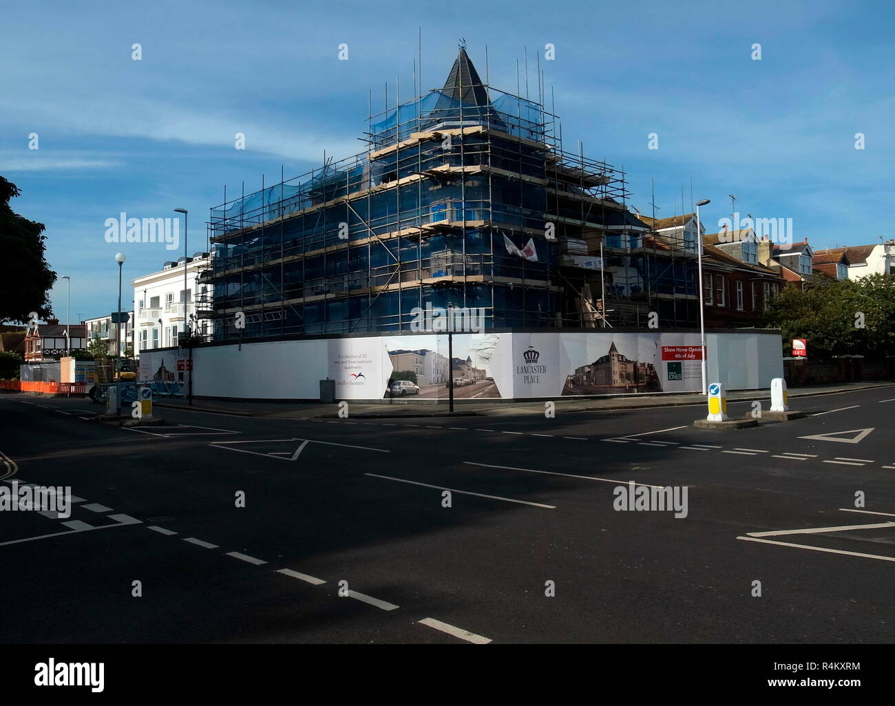 AJAXNETPHOTO. 2015. WORTHING, ENGLAND. - LANCASTER PLACE - NEW RETIREMENT HOMES PROPERTY DEVELOPMENT UNDER CONSTRUCTION ON SITE OF THE OLD BANK ON CORNER OF ROWLANDS AND HEENE ROAD.  PHOTO:JONATHAN EASTLAND/AJAX REF:GR152906_4707 - Stock Image
