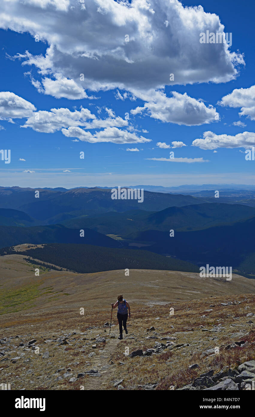 Woman hiking on Square Top Mountain in Colorado - Stock Image