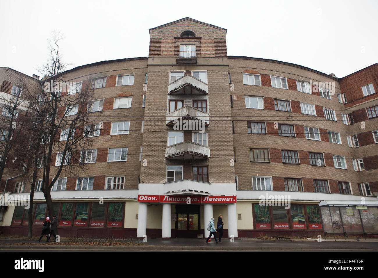 Constructivist dwelling complex nicknamed the Horseshoe House in Ivanovo, Russia. The apartment building designed by Soviet modernist architect Alexander Panov was built in 1933-1934 in Gromoboya Street as a dwelling complex for the staff of the OGPU, secret police of the Soviet Union from 1923 to 1934, later known as the NKVD and the KGB. ATTENTION: This image is a part of a photo essay of 35 photos featuring Soviet constructivist architecture in Ivanovo. - Stock Image