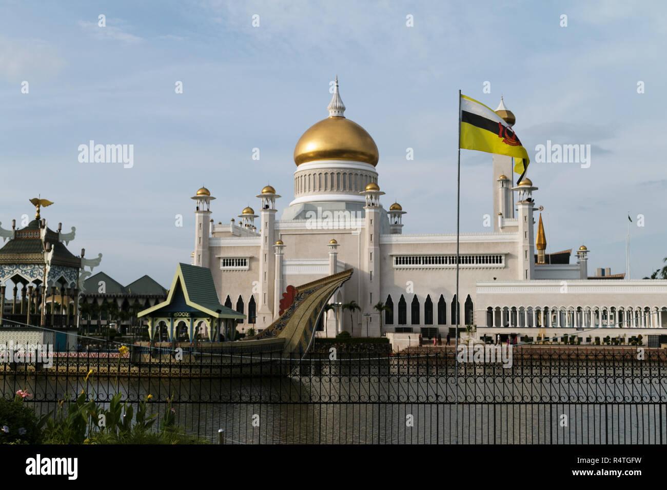Sultan Omar Ali Saifuddien Mosque - Stock Image