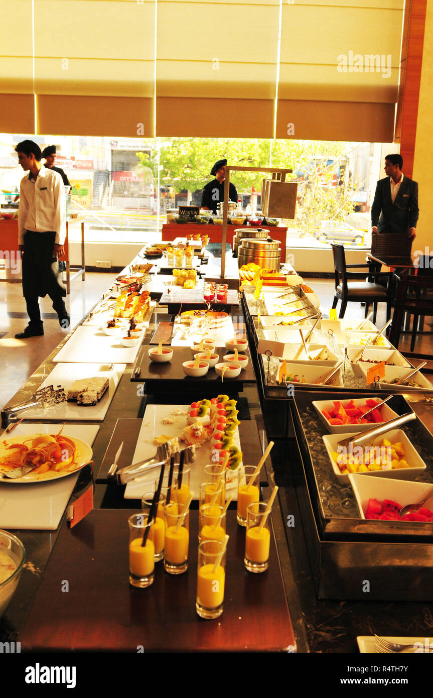 The Mariott Courtyard Buffet in Ahmedabad, Gujarat, India - Stock Image