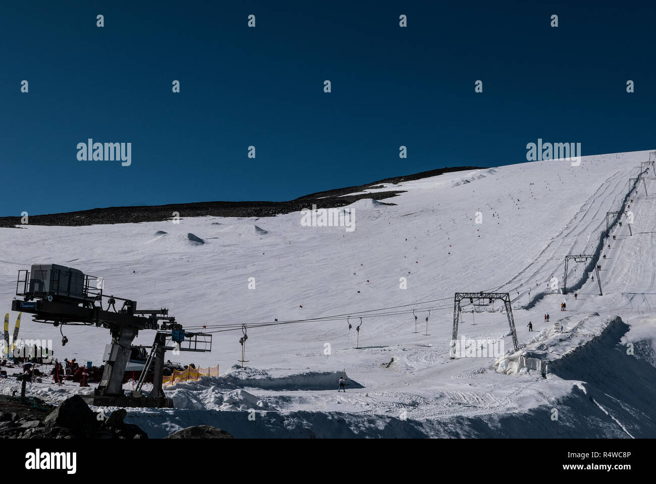 Galdhøpiggen sommarskisenter/Juvass at 1850meters+ offers summerskiing and snowboarding during summer and fall at Vesljuvbreen glacier - Stock Image