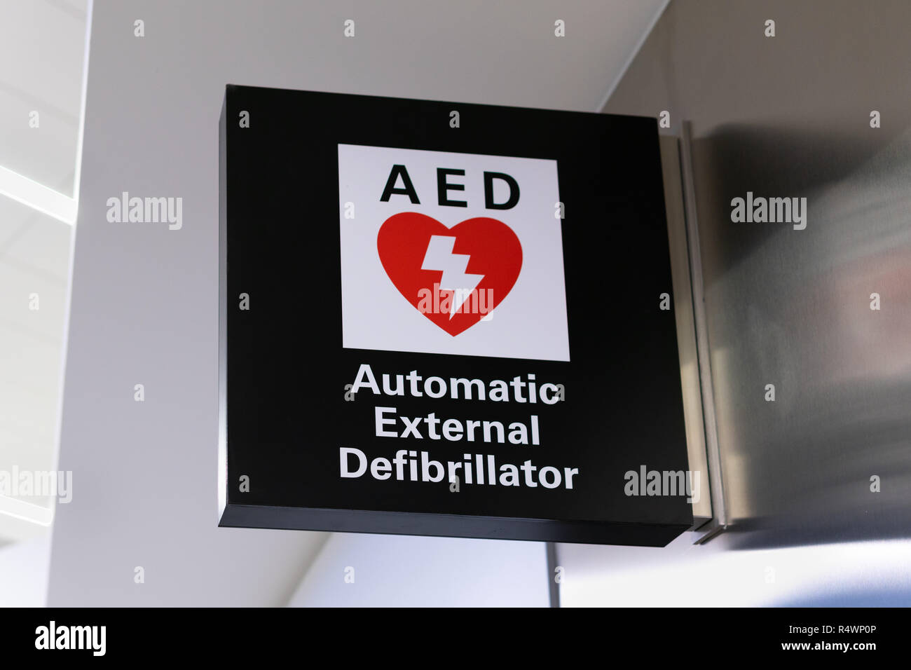 SAN FRANCISCO, CA/USA - OCTOBER 10, 2018: Automatic External Defibrillator sign and logo. - Stock Image