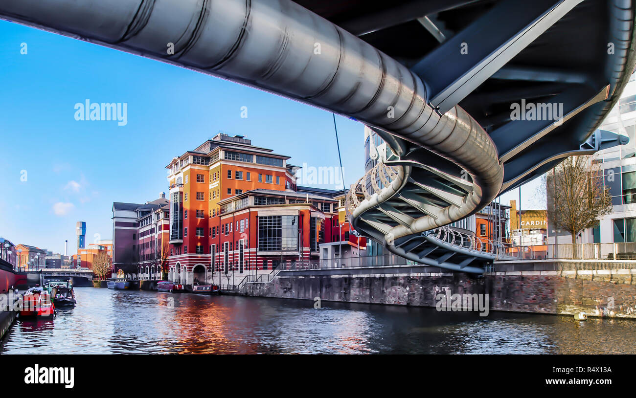 The steel serpent like Valentine Bridge. A pedestrian and cycle way over the floating harbour from Glass Wharf to Bristol Temple Mead's rail station. - Stock Image