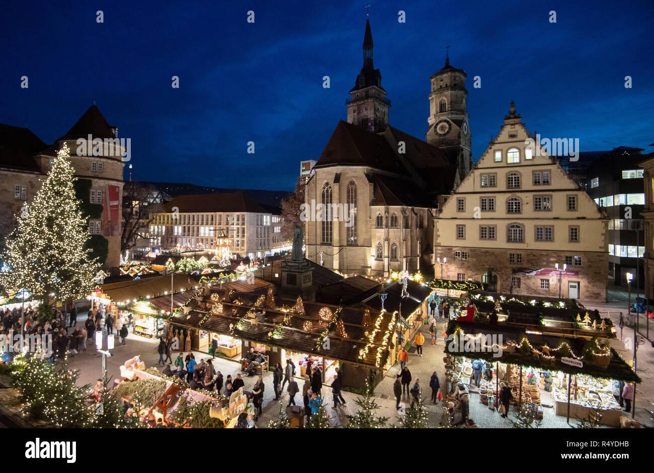 Christmas In Stuttgart Germany.Stuttgart Germany 28th Nov 2018 Visitors Walk Across The
