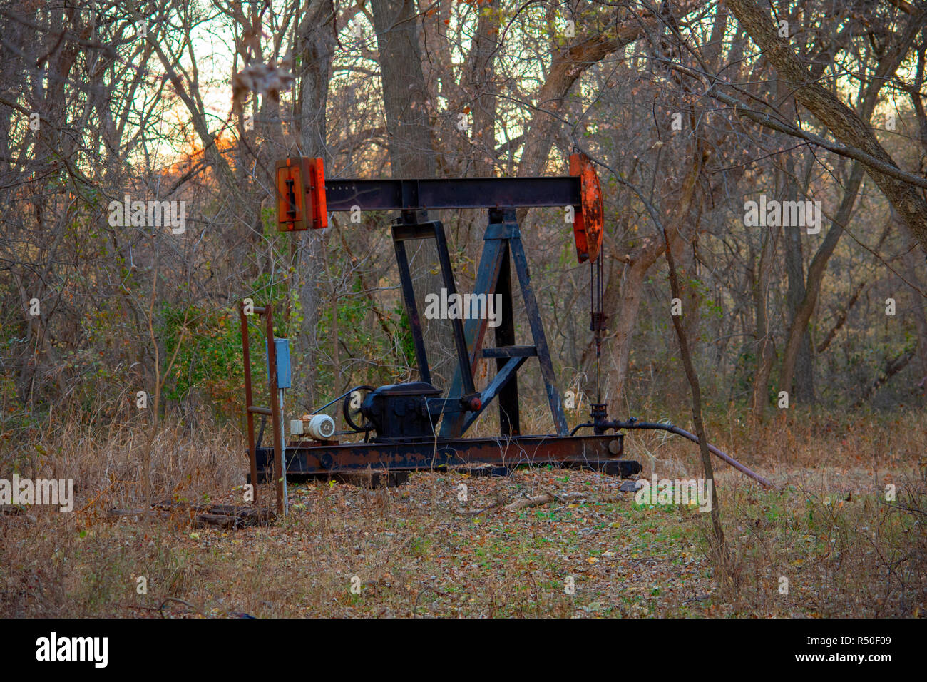 Oil Well Pump Jack Stock Photos & Oil Well Pump Jack Stock
