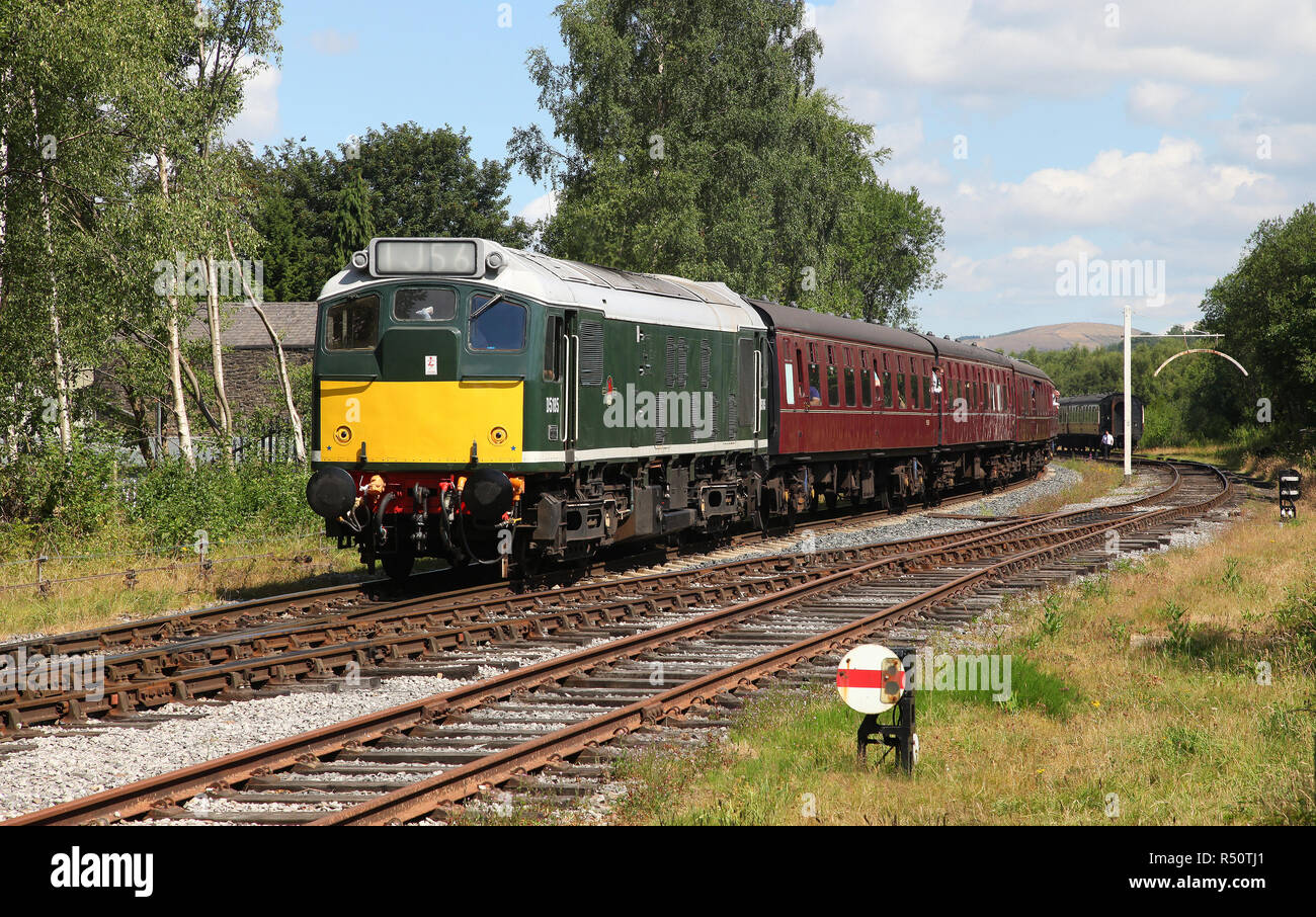 D5185 class 25 approaches Ramsbottom on the East Lancs Railway 7.7.18 - Stock Image