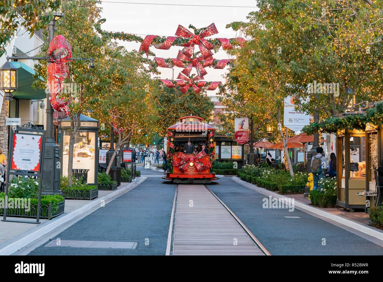 Americana At Brand >> Los Angeles Nov 26 The Beautiful Christmas Tram In The Americana
