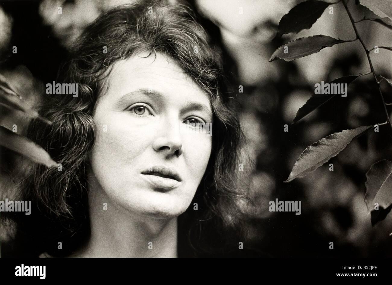 Angela Carter 1976. Angela Carter 1976.  Photograph by Fay Godwin. . Source: FG2638-2-19a. - Stock Image