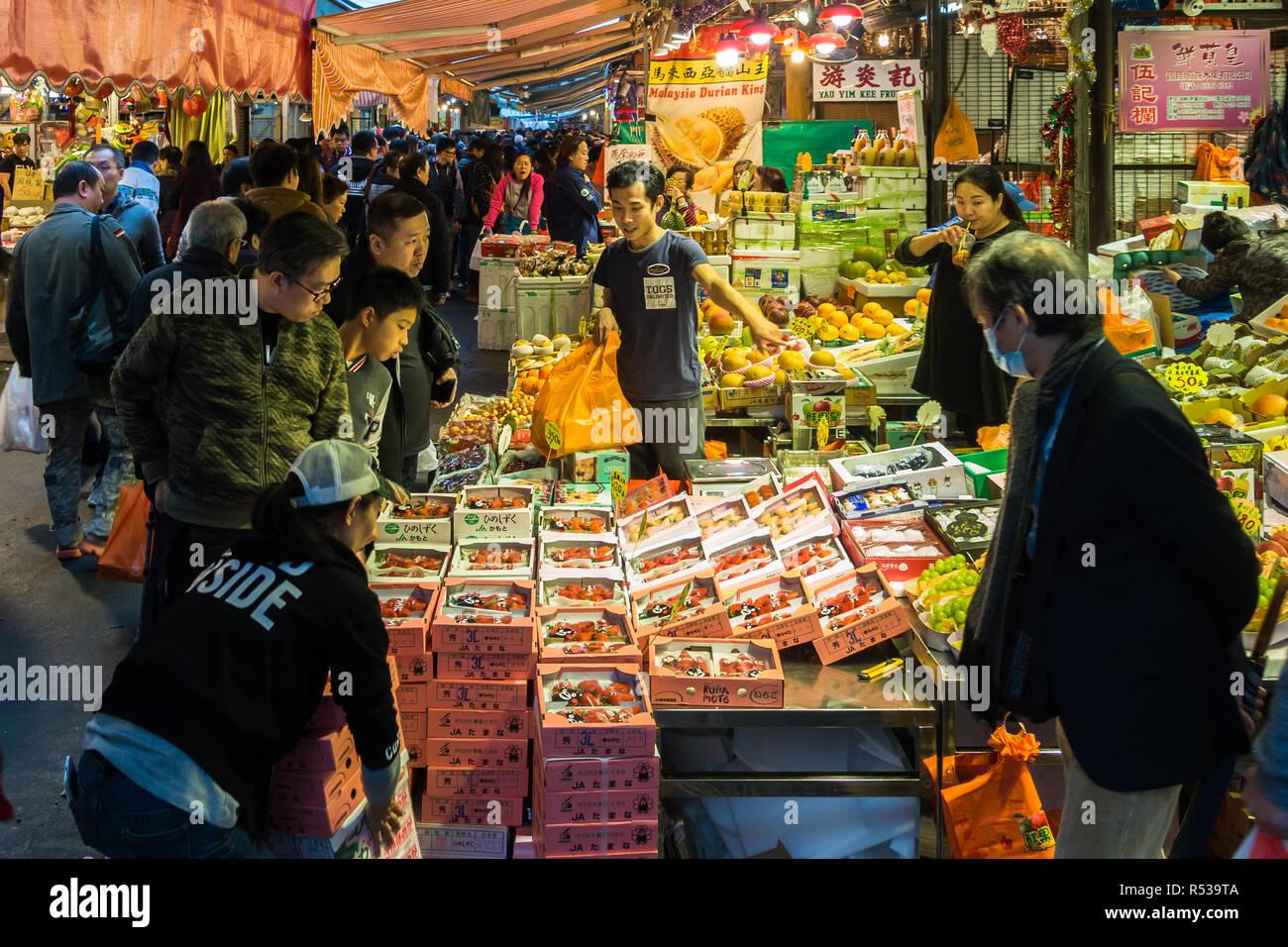 Wholesale Fruit Market Stock Photos & Wholesale Fruit Market
