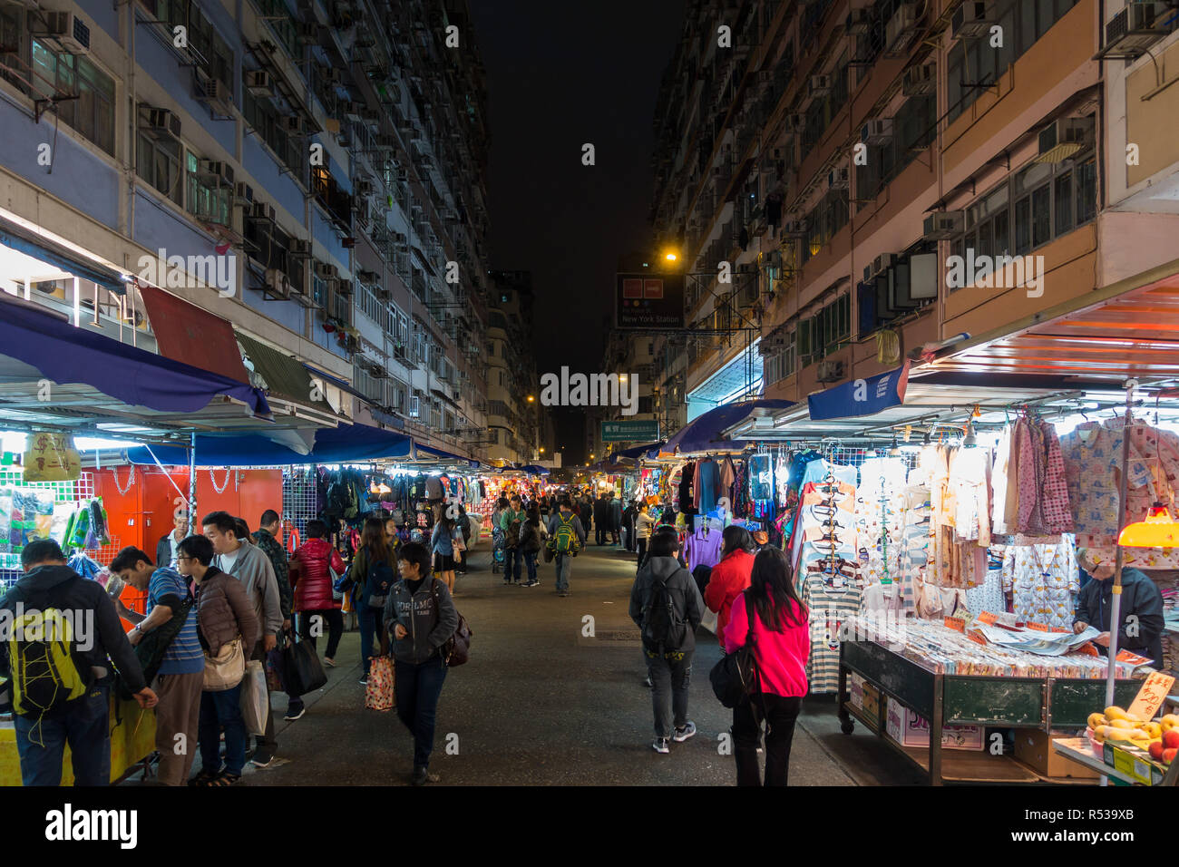 Night view of Fa Yuen street market in Mong Kok, very popular for cheap clothing stalls and stores. Hong Kong, Kowloon, January 2018 - Stock Image