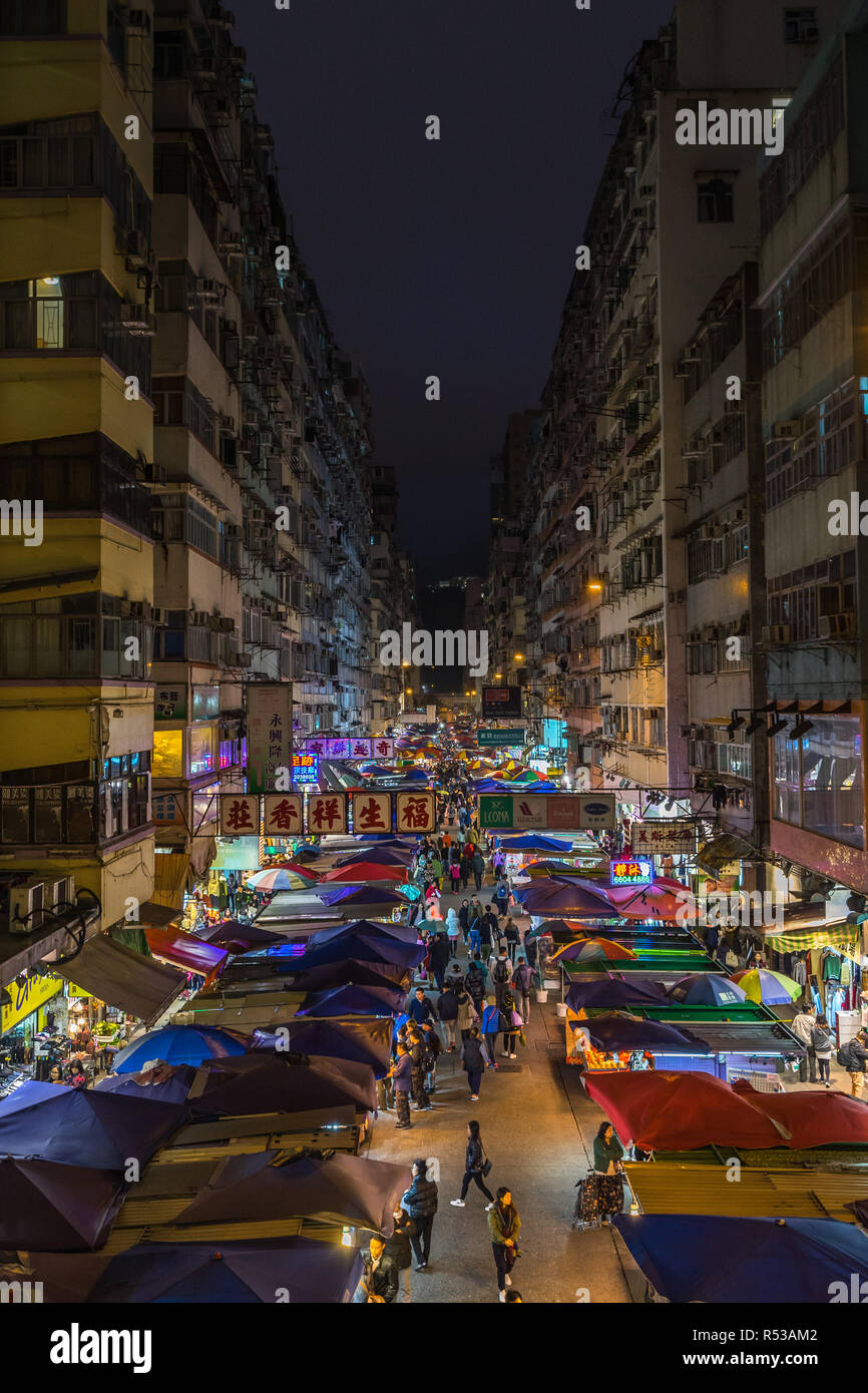 Night view of Fa Yuen street market in Mong Kok. Hong Kong markets are one of the most popular attraction of the city, Hong Kong, Kowloon - Stock Image