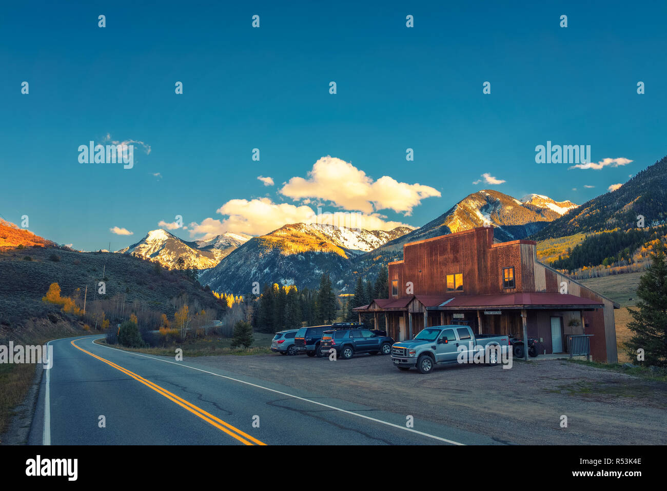 Home in Colorado landscape with Ragged Mountain - Stock Image