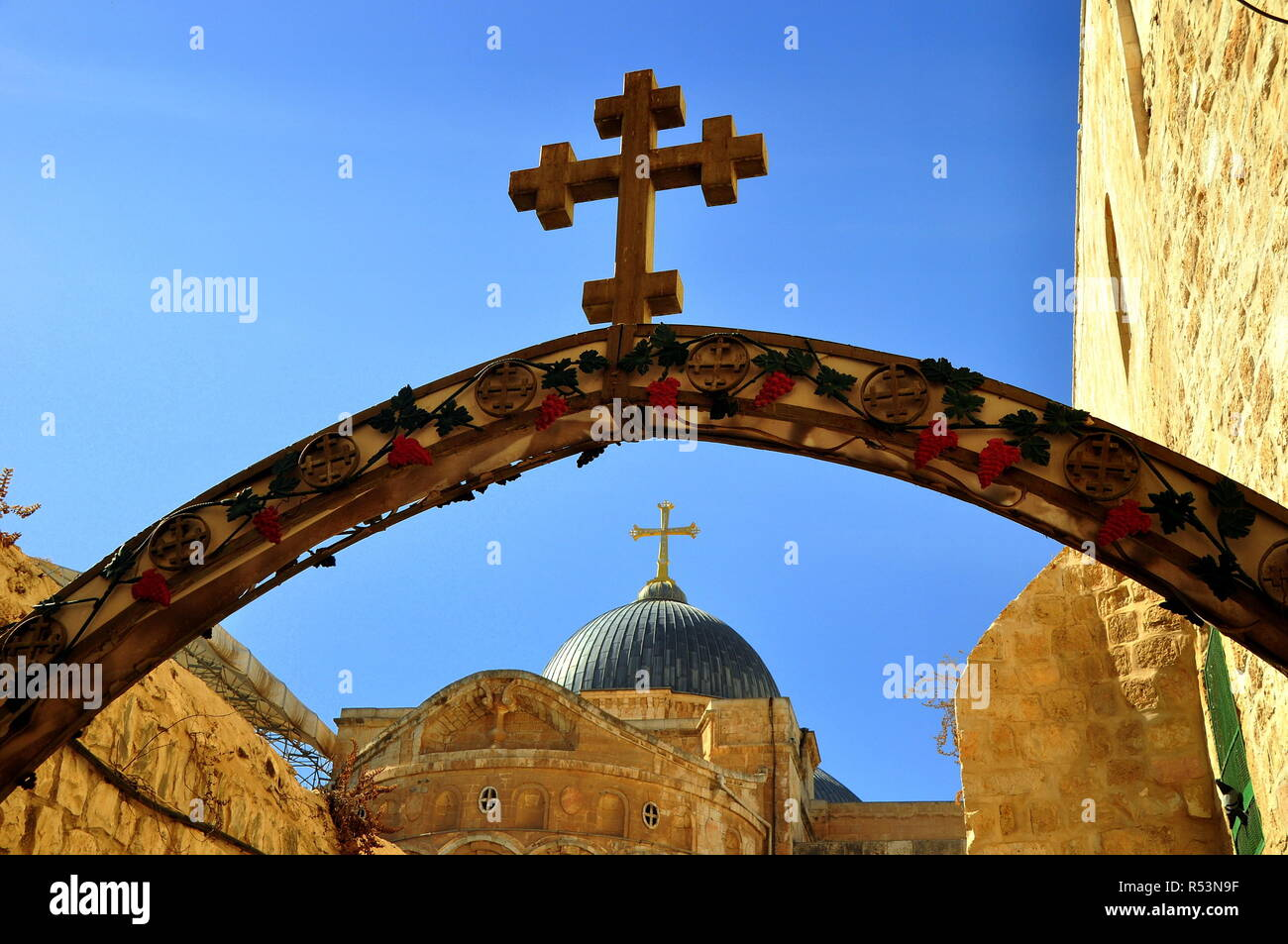jerusalem - arch with cross at the 9th station of via dolorosa  here jesus fell for the third time Stock Photo