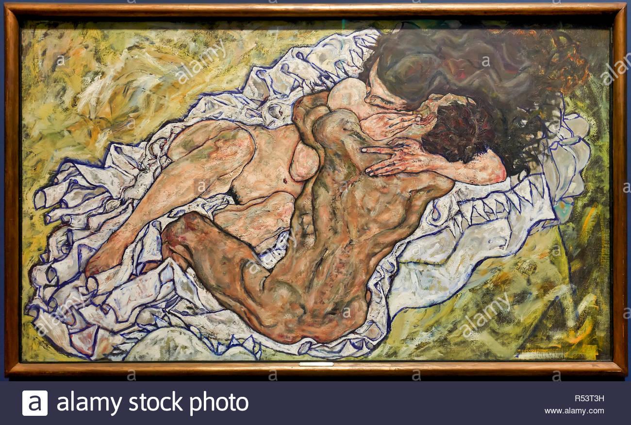 Egon Schiele - Embrace (Man and Woman) 1917 - Belvedere Museum Vienna Austria - Stock Image