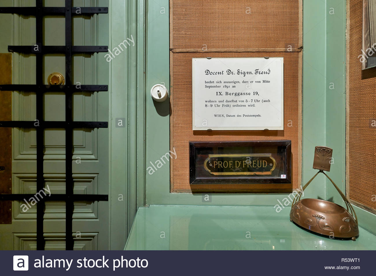 Professor Doctor Freud House Studio in Vienna Austria - Stock Image