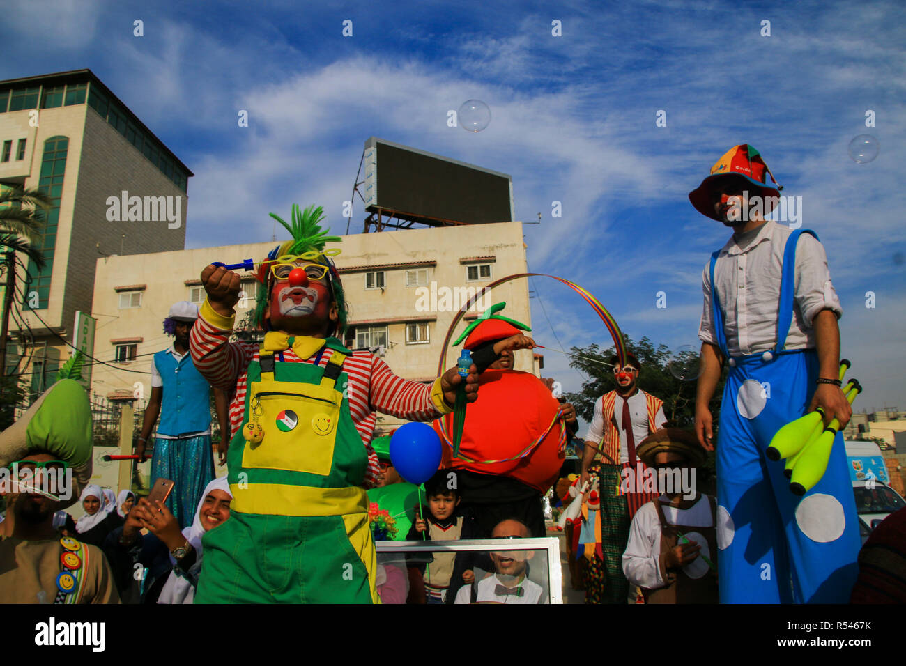 November 29, 2018 - A street carnival with a parade of customs, clowns, circus jugglers, and street artists, performing games of skill with clubs and balls, and animation with soap bubbles, takes place in Gaza City, proceeding from the Square of the Unknown Soldier to the port of Gaza. The event has been organised by the European Union, the Youth Without Borders Forum, and the Palestinian Vision Foundation to entertain children in Gaza who have witnessed extreme tension and violence over the last eight months (Credit Image: © Ahmad Hasaballah/IMAGESLIVE via ZUMA Wire) - Stock Image