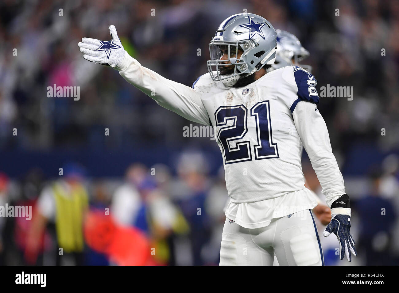 3296c039375 Arlington, Texas, USA. 29th Nov, 2018. Dallas Cowboys running back ...