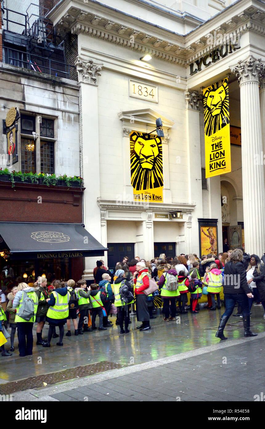 lion king lyceum theatre london stock photos  u0026 lion king