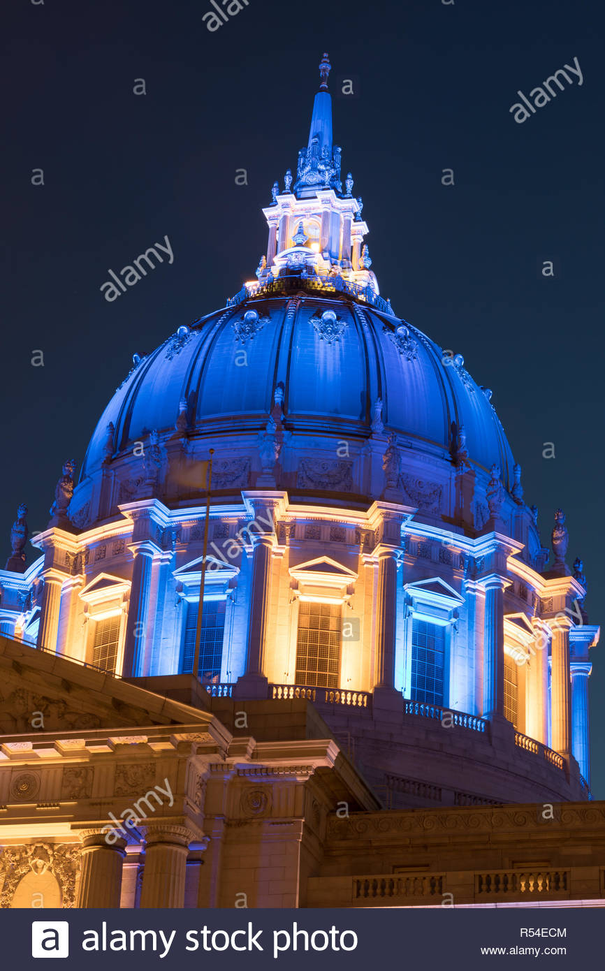 San Francisco City Hall in Golden State Warriors Colors. - Stock Image