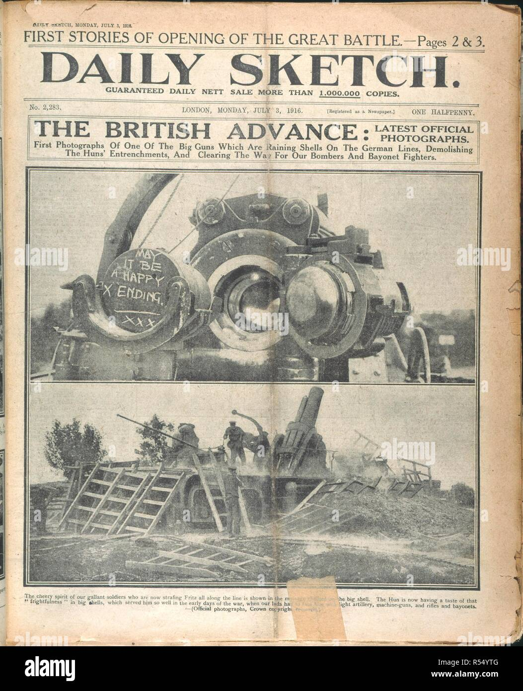 'The British advance'. Photographs of the British artillery, the 'big guns'. Daily Sketch. London, 1916. Source: Daily Sketch, 3 July 1916, front page. - Stock Image