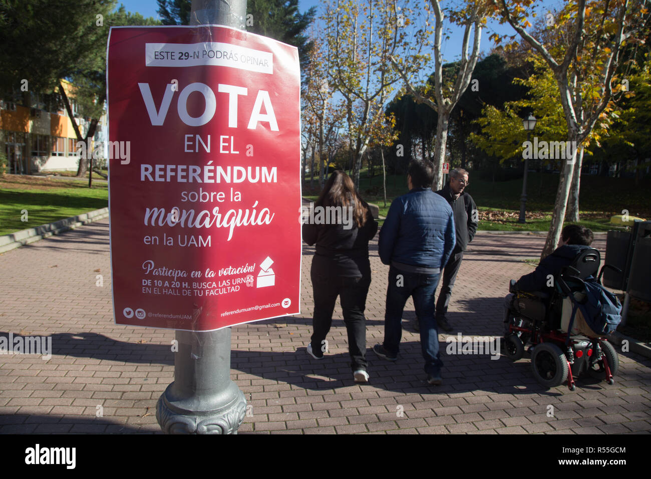 Placard seen announcing the voting outside of the Autonomous University of Madrid. Volunteers from the Autonomous University of Madrid initiated the consultative referendum to decide if the thousands of students, professors and workers of the university want a legitimate vote to decide the form of the Spanish state and ask if they prefer monarchy or republic. This vote would mark the first voting date that would be extended to other Spanish universities and Spanish cities. - Stock Image