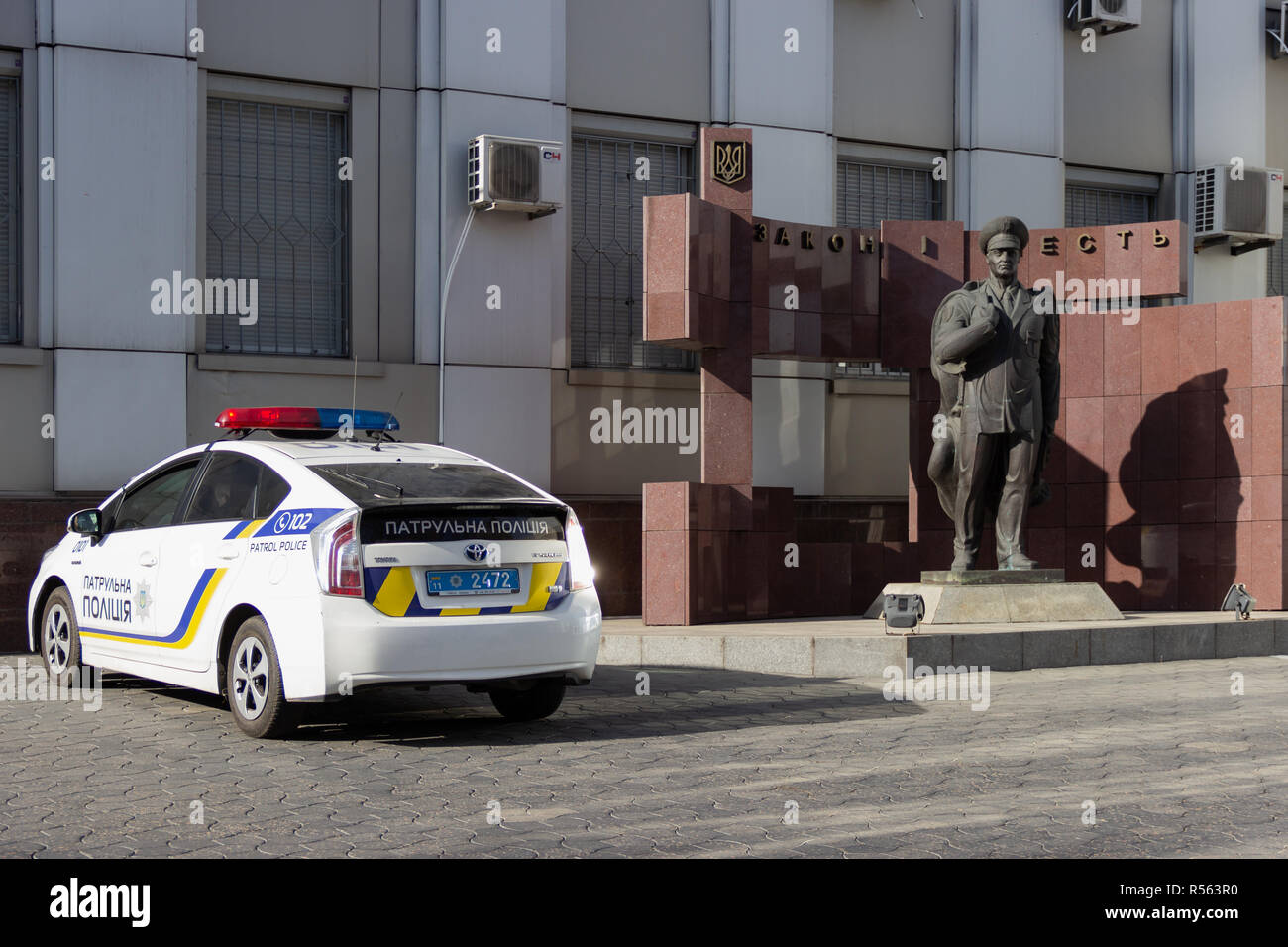 DNIPRO, UKRAINE - NOVEMBER 1, 2018: A patrol police car near building of the headquarters of the national police in Dnipropetrovsk region. Monument at - Stock Image